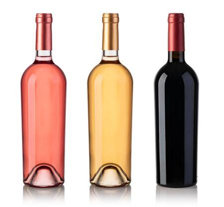 Set aus Weiß-, Rosen- und Rotweinflaschen. Isoliert auf weißem Hintergrund