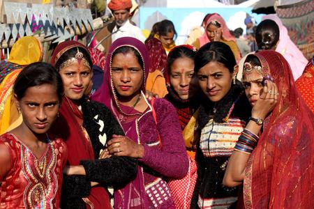 Pushkar, 인도, 11 월 28, 2012 : Pushkar 공정한 인도 라자 스 탄 주에서 아름다운 인도 소녀 에디토리얼