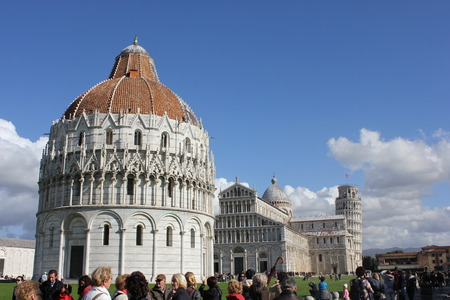 campo dei miracoli: Pisa Leaning Tower, in Piazza dei Miracoli in Pisa, through peop Editorial