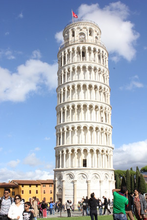 campo dei miracoli: Pisa, Italy: Pisa Leaning tower through people