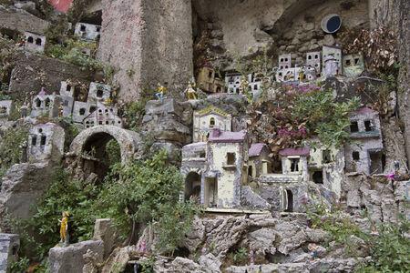 guarder�a: Amalfi, Italia: Amalfi guarder�a y una fuente. En el centro de la ciudad de Amalfi, un s�mbolo de napolitanos guarder�a Editorial