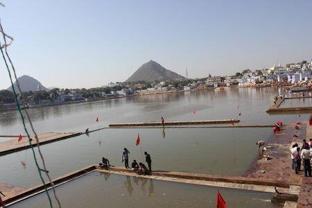 hindus: PUSHKAR, INDIA: View of Pushkar Lake through buildings. It  is a sacred lake of the Hindus