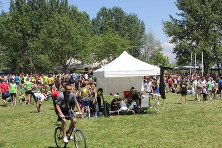 inferno: SIGNA, ITALY - MAY 9 2015: people in the Renai Park before the beginning of Inferno Run race, near Florence