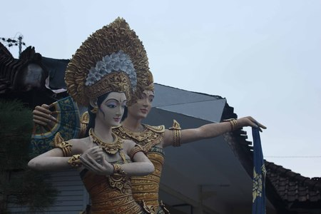 hinduist: Traditional Balinese human resemble statue, man and woman