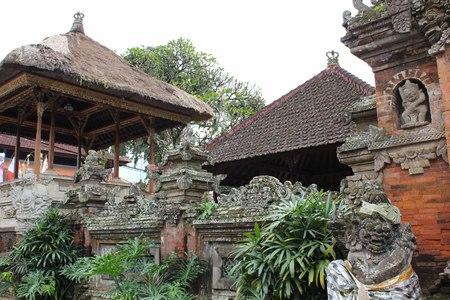ubud: Puri Saren Ubud, the Kingdom Palace of Ubud, Indonesia, surrounded by trees, statues Stock Photo