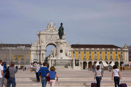 augusta: LISBON, PORTUGAL - OCTOBER 24 2014: People walking in Lisbon commercial square, with the King Jose equestrian Statue and Rua Augusta Arch in the background
