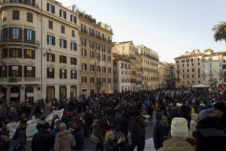 spagna: ROME, ITALY - DECEMBER 31 2014: Crowd of People in Piazza di Spagna square in Rome, at day time