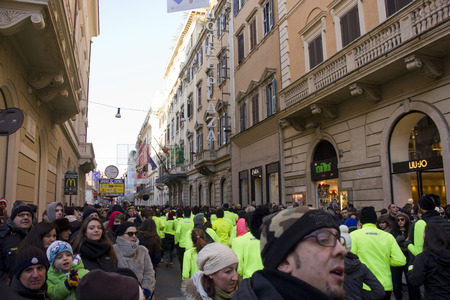 we the people: ROME, ITALY - DECEMBER 31 2014: People running the We Run Rome competition in Via del Corso in Rome, with viewer on the boarder Editorial