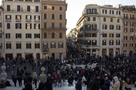 spagna: ROME, ITALY - DECEMBER 31 2014: Crowd of People in Piazza di Spagna square in Rome, overlooking at famous Via Condotti, at day time