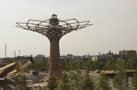 albero: MILAN, ITALY - JUNE 29 2015: View from the top of Albero della Vita, tree of life, symbol of 2015 Universal exhibition held in Milan, on June 29 2015 Editorial