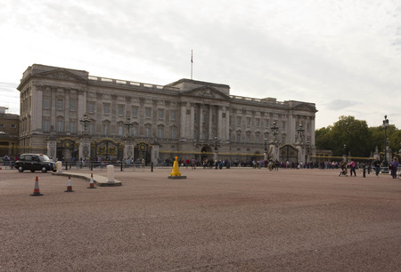 buckingham: LONDON, UNITED KINGDOM - SEPTEMBER 11 2015: Overview of Buckingham Palace square in London
