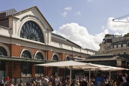 covent: LONDON, UNITED KINGDOM - SEPTEMBER 12 2015: People in Covent Garden square, facing the London Transport Museum