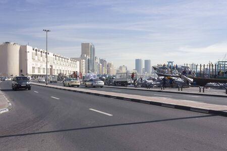 DUBAI, Emirati Arabi Uniti - 26 dicembre 2017: quartiere storico di Deira a Dubai di fronte al torrente the