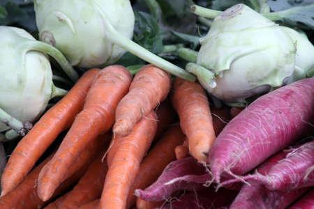 violentare e carote in Vendita Al Mercato