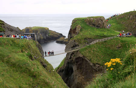 carrick-a-rede rope bridge and foothpath national park, antrim coast, northern ireland Stock Photo