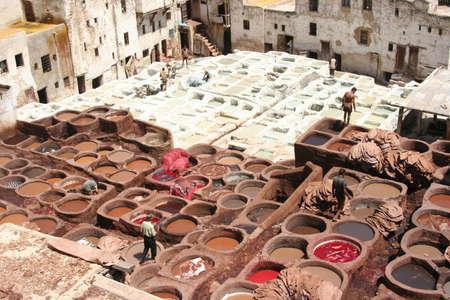 革のなめしフェズ、モロッコの着色