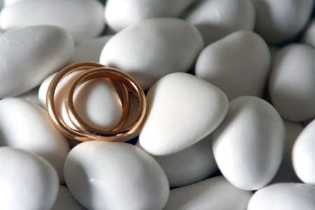 wedding rings and white comfits