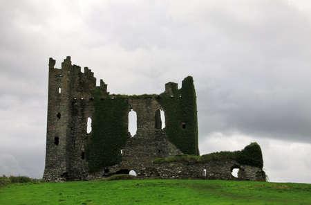 ヴァレンティア島アイルランドの古い城の遺跡 写真素材