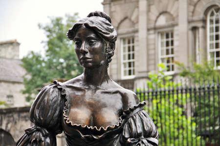 malone: Molly Malone bronze statues, Dublin
