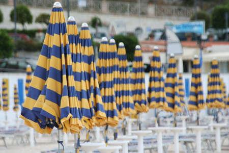 beach umbrellas in Sirolo, italy Imagens