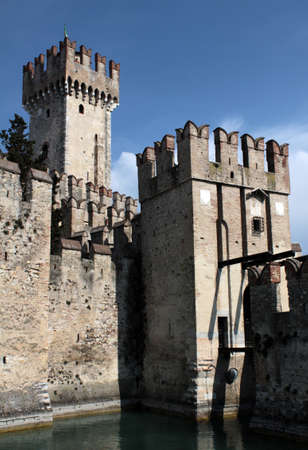 Sirmione Castle entrance with moat and bridge Imagens - 104402473