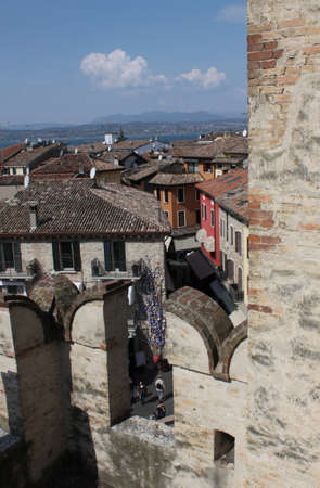 Sirmione downtown and Garda lake from its tower's castle, Italy Imagens - 104682752