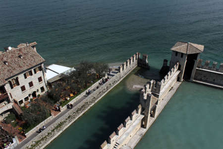 external walls and courtyard of Sirmione Castle on Garda lake, Italy Imagens - 104682758