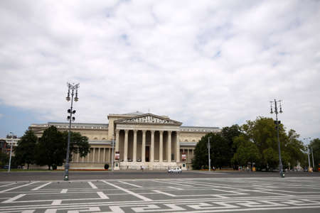 Historical Theatre, ancient classical greek style, in Heroes square Budapest, Hungary Imagens - 122151914
