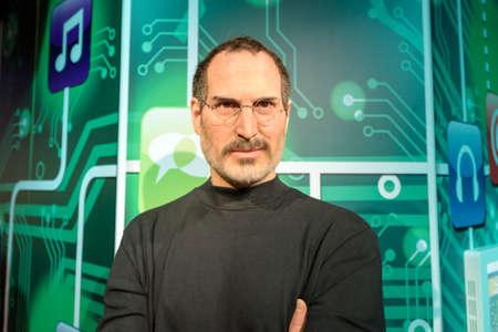 trabajo: Estambul, Turquía - DICIEMBRE 3, 2016: Steve Jobs figura de cera en el Madame Tussauds museo de cera en Estambul. Steve Jobs fue el co-fundador, presidente y director ejecutivo de Apple Inc.
