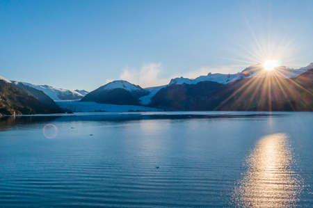 Bellissima alba sul ghiacciaio Amalia, Parco Nazionale Bernardo O'Higgins, Patagonia meridionale, Chile