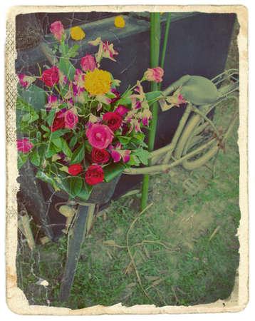 decorated bike: Vintage stilizzato foto della vecchia bicicletta con i fiori