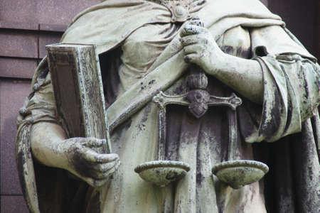 giustizia: Statua di istruzione, giustizia e uguaglianza in Budapest