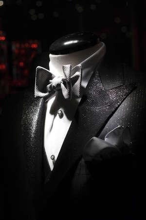 tuxedo man: Smoking con camicia bianca e farfallino