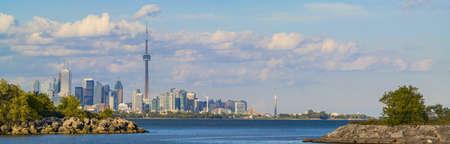 토론토와 온타리오 호수의 긴 파노라마입니다. 스톡 콘텐츠