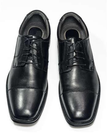 Une paire de chaussures pour hommes noirs s isolé sur blanc Chemin de détourage inclus