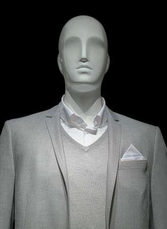 연한 회색 자 켓, 스웨터와 검은 색 바탕에 흰 셔츠에 마네킹 클리핑 경로 포함 스톡 콘텐츠
