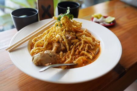 Khao Soi Kai. Northern Thai Curry Noodles with Chicken Imagens - 132531341