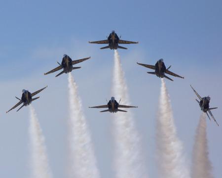 ブルーエンジェルス F-18 戦闘機 2014年航空ショーで飛行