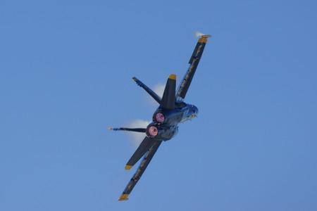 f18: Airpalne Blue Angels F-18 Hornet jet