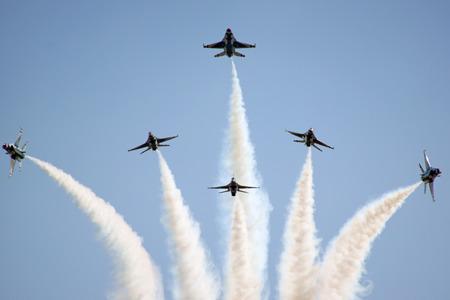 f16: Airplane Thunderbirds F-16  formation break Editorial