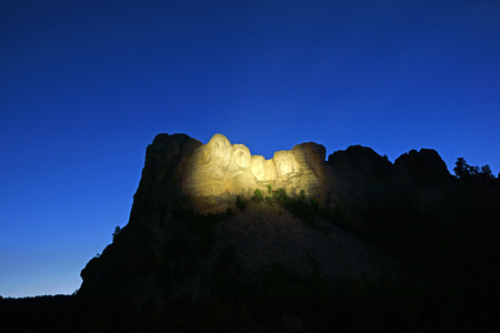 theodore roosevelt: Mount Rushmore Monument at night