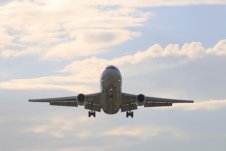 Samolot MD-11 UPS lądowania na lotnisku