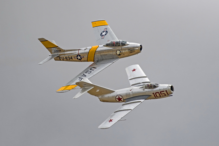 Vliegtuigen Korean War jet fighters Russische MIG en F-86 Sabre