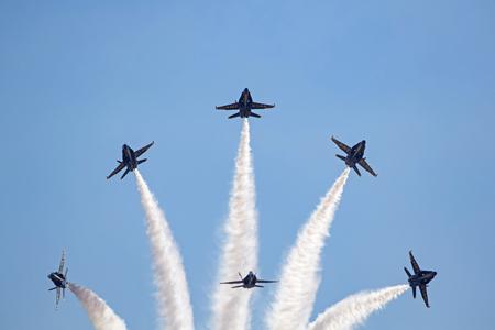 해군 블루 천사 F-18 호넷 제트기 에디토리얼