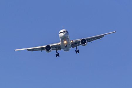 Jet FedEx cargo jet landing