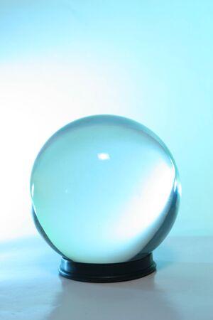 Blaulicht in einer Kristallkugel