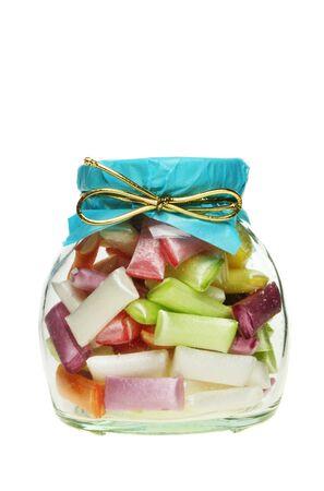 sorbet: Jar of sorbet słomek kandyzowanego wyizolowanych na białym