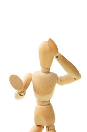 defensive posture: Modelo de madera del artista en una actitud defensiva aisladas en blanco