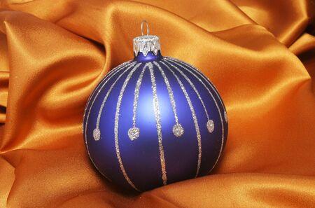 tissu or: Blue Ball No�l sur la toile d'or
