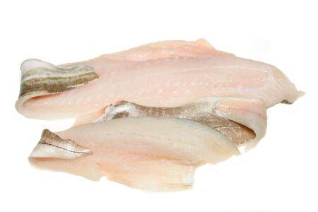 Kabeljau und Schellfisch Fischfilets isoliert auf wei�em